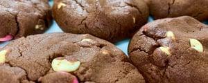 Biscuits Moelleux aux Pépites de Chocolat Blanc et Smarties