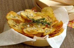 Photo Recette Pommes de Terre en Chips Rôties au Thym et Gros Sel