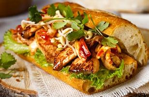 Photo Recette Sandwich au Poulet Barbecue Coréen avec kimchi et Mayo Épicée