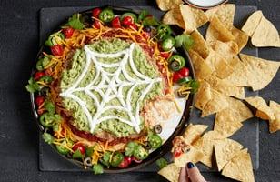Photo Recette Trempette Étagée à Saveur de Tacos pour L'Halloween